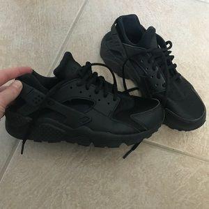 Women's Black Nike Huarache